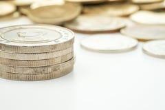 Thailand zehn Bahtmünzen gestapelt Stockbild