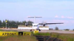 THAILLAND 布吉国际机场 节目开始的时间 推进器,双发动机航空器起动引擎 慢的行动 影视素材