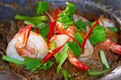 Thailändischer Teller mit Königgarnelen Stockfoto