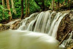 Thailändischer Wasserfall Stockfotos