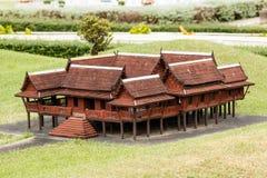 Thailändskt stilhus i Mini Siam Park, Thailand Royaltyfria Bilder