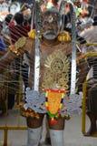 Thaipusam ist ein hindisches Festival, wohin eifrige Anhänger zusammen für eine Prozession kommen und Zeichen ihrer Hingabe und D stockfoto