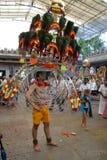 Thaipusam ist ein hindisches Festival, wohin eifrige Anhänger zusammen für eine Prozession kommen und Zeichen ihrer Hingabe und D lizenzfreie stockbilder