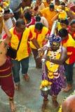 Thaipusam pielgrzymi i jego pomagiery przy Batu jamą, Malezja Zdjęcia Stock