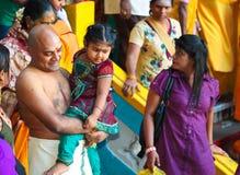 Thaipusam pielgrzymi i jego rodzina przy Batu Zawalają się, Malezja Obraz Stock