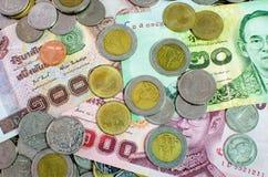Thais Bahtbankbiljet en muntstuk Royalty-vrije Stock Foto's