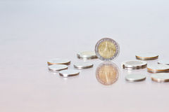 Thais Bahtmuntstuk onder enkelen van muntstukken Royalty-vrije Stock Afbeelding