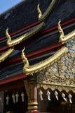 Thais Boeddhistisch tempel architecturaal detail Dakdecoratie royalty-vrije stock foto