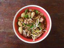 Thais de Stijlvarkensvlees of Rundvlees van de noedelsoep Stock Afbeeldingen