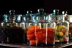 Thais dessert in Glaskruiken stock foto's