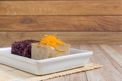Thais Dessert: Kleverige rijst met ei gestoomde vla Royalty-vrije Stock Foto's