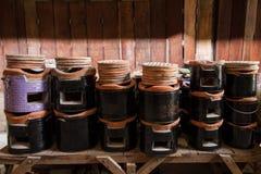 Thais fornuis, kokend hulpmiddel Traditionele houtskool brandende klei stov royalty-vrije stock foto