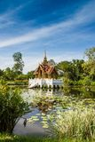 Thais Koninklijk Paviljoen in Lotus Pond Stock Afbeelding