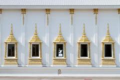 Thais kunstvenster bij muur. Stock Afbeeldingen