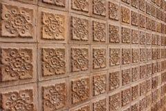 Thais ontwerp van bruine muur Stock Fotografie