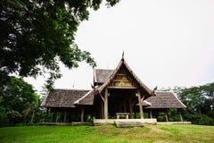 Thais paviljoen in tuin Stock Afbeeldingen