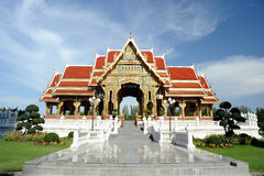 Thais paviljoen in zonnige dag. Stock Afbeeldingen