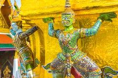 Thais reuzestandbeeld in Tempel in Bangkok, Thailand Royalty-vrije Stock Afbeeldingen