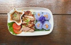 Thais stijlvoedsel, geroosterd varkensvlees met purpere noedels royalty-vrije stock afbeeldingen