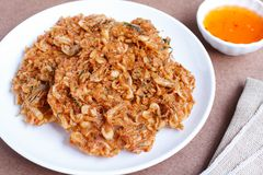 Thais straatvoedsel, Knapperige garnalen, Fried Krill Stock Afbeeldingen