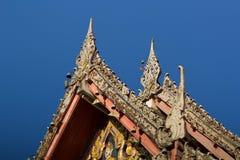 Thais traditioneel decoratiedak van de tempel Stock Foto's