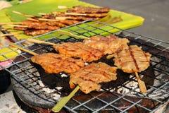Thais Traditioneel Voedsel, geroosterd varkensvlees met zoete en zoute saus Royalty-vrije Stock Foto's