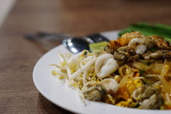 Thais voedsel - beweeg gebraden gerecht #6 Be*wegen-gebraden Thaise noedels Stock Fotografie