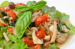 Thais voedsel - de Kruidige en Zure Salade van Filet Overzeese baarzen, Thaise stijl Royalty-vrije Stock Foto