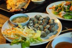 Thais voedsel: Gestoomde gebleekte tweekleppige schelpdieren Royalty-vrije Stock Fotografie