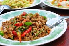 Thais voedsel, kruidig varkensvleesbasilicum Stock Afbeeldingen