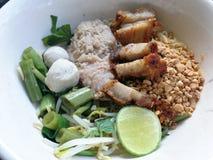 Thais voedsel, noedels kruidig met varkensvlees Royalty-vrije Stock Foto's