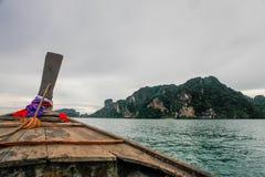 Thaise boten op krabistrand, Thailand Stock Afbeeldingen