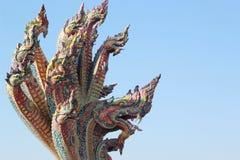 Thaise draak, Koning van Naga-standbeeld in Tempel Thailand. Stock Foto