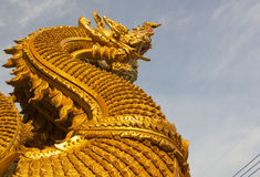 Thaise draak of koning van Naga-standbeeld in Wat Sri Pan Ton, Nan, Thailand Stock Foto's
