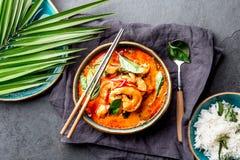 THAISE GARNALEN RODE KERRIE Soep van de de traditie rode kerrie van Thailand de Thaise met garnalengarnalen en kokosmelk Panaengk royalty-vrije stock foto