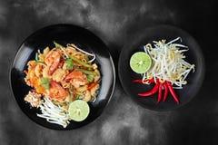 Thaise gebraden macaroni met garnalen, de Thaise Macaroni van het vraagstootkussen in Thai stock afbeelding