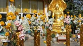 Thaise Geldbomen in Tempel van Grote Gouden Boedha, Pattaya thailand stock footage