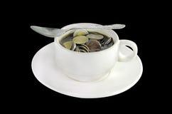 Thaise geldmuntstukken in een koffiekop royalty-vrije stock foto