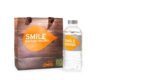 Thaise Glimlach, een Thaise lage kostenluchtvaartlijn, een maaltijd of snack het vastgestelde omvatten Stock Foto