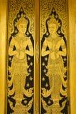 Thaise het schilderen kleuren gouden deur, Royalty-vrije Stock Foto's