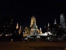 Thaise historische tempel bij nacht Royalty-vrije Stock Foto