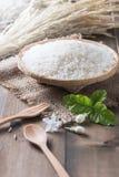 Thaise jasmijnrijst, ongekookte rijst op bamboemand royalty-vrije stock fotografie