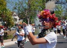Thaise jongen het spelen fluit Stock Foto's