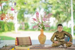 Thaise kind traditionele kleding stock fotografie