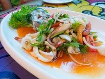 Thaise kruidige en zure zeevruchtensalade Stock Afbeeldingen