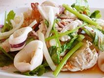 Thaise kruidige en zure zeevruchtensalade Stock Afbeelding