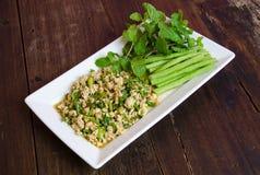 Thaise Kruidige fijngehakte kippensalade Stock Foto's