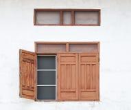 Thaise landelijk-stijl houten vensters Royalty-vrije Stock Fotografie