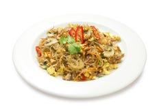 Thaise noedels met vlees en geïsoleerde paddestoelen Royalty-vrije Stock Foto's