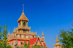 Thaise noordoostelijke stijlpagode, de tempel van Phrathat Rueng Rong Stock Afbeeldingen